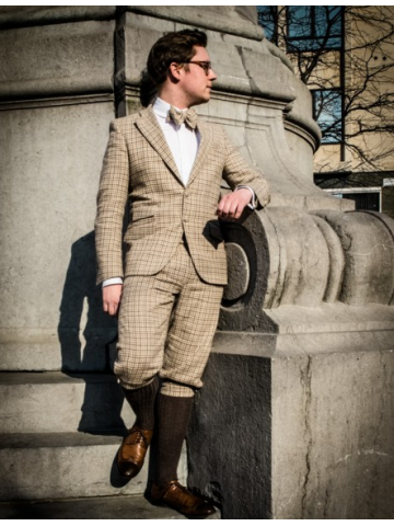 Checked pattern suit with knee length pant