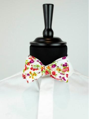 White-orange bow tie